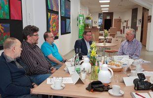 Gespräch mit Staats·sekretär Gerhard Eck über Barriere·freiheit und Inklusion